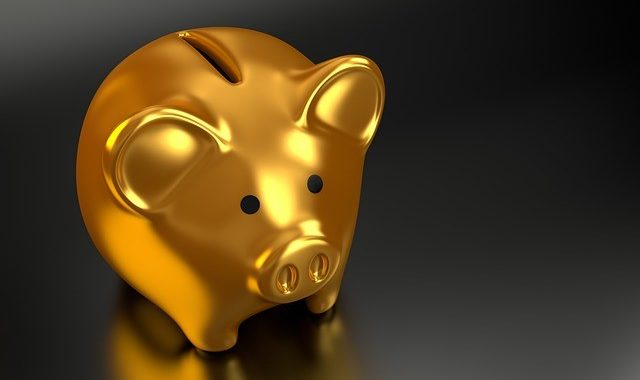 Gold Piggy Bank-640x380